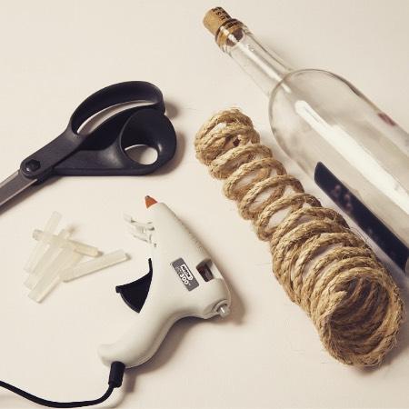 ️ MT300 Mini Glue Gun️ Mini Glue Sticks ️ Rope ️ Wine Bottle Link to project in bio!