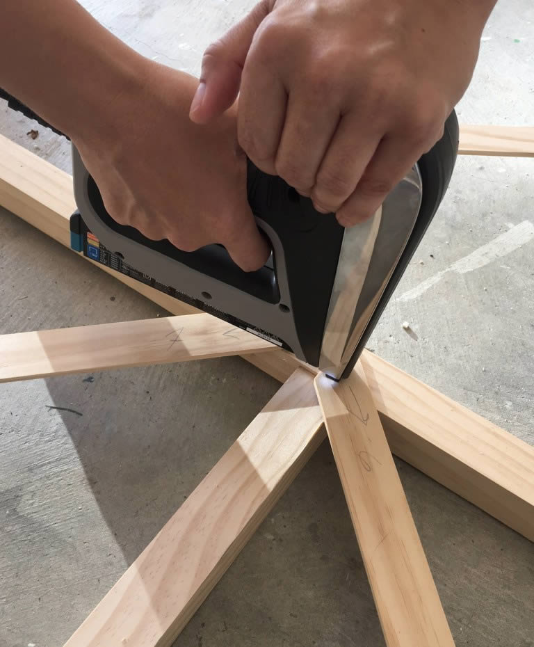 crisscross-wall-trellis-arrow-project-step4.jpg