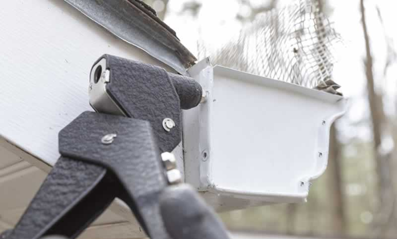 replace-gutter-end-cap-arrow-project-step8b.jpg