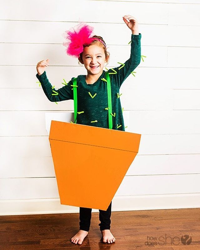 Need a last-minute costume idea for trick-or-treating? Try this no-sew option from @HowDoesShe! (Link in bio.) . . . . . . . .